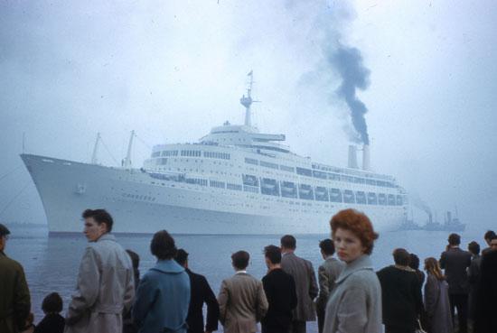 SS Canberra leaving Belfast 1961 by adambangor