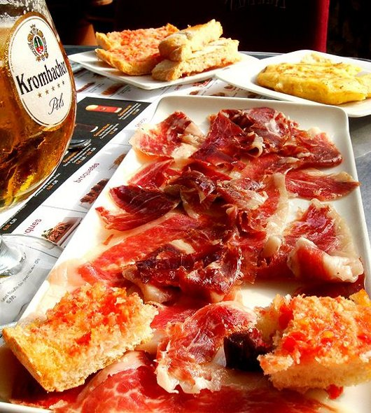 Jamon_Iberico_on_Passeig_de_Gracia_Barcelona